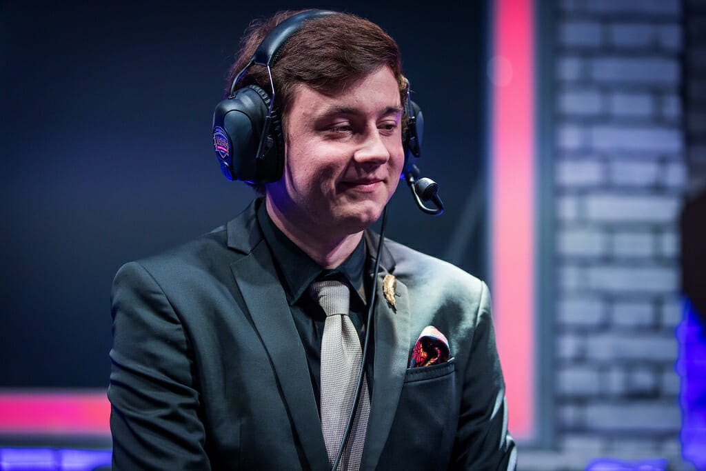 NicoThePico is Coaching a League of Legends Team during an eSports Tournament